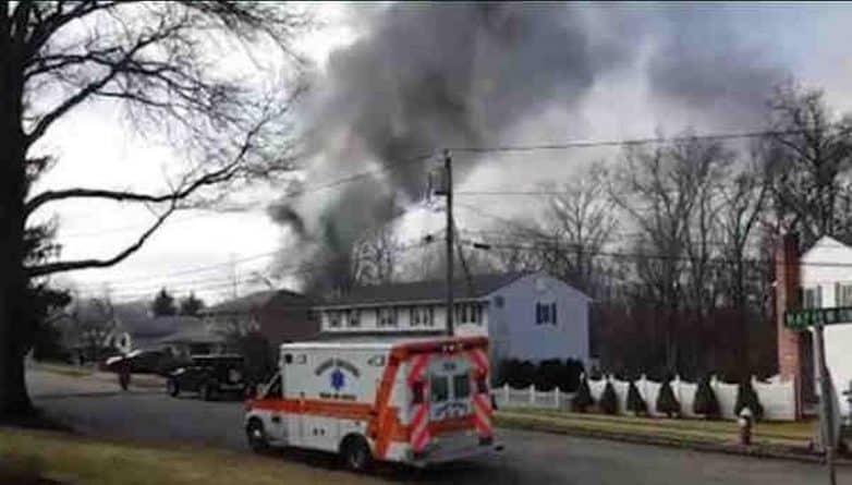 Происшествия: Небольшой самолет разбился в жилом районе Нью-Джерси