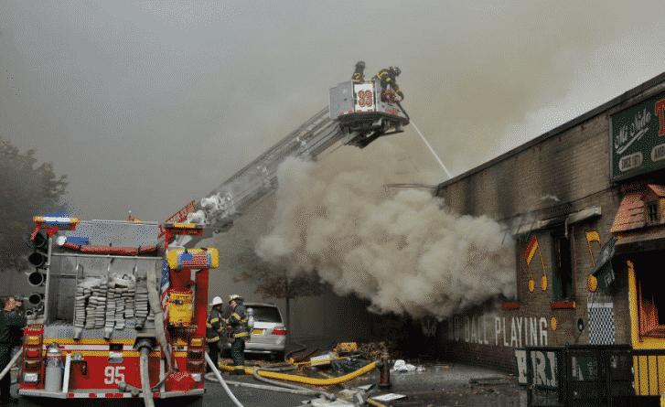 Происшествия: Пожар в Манхэттене: 6 человек ранено, 7 зданий повреждено