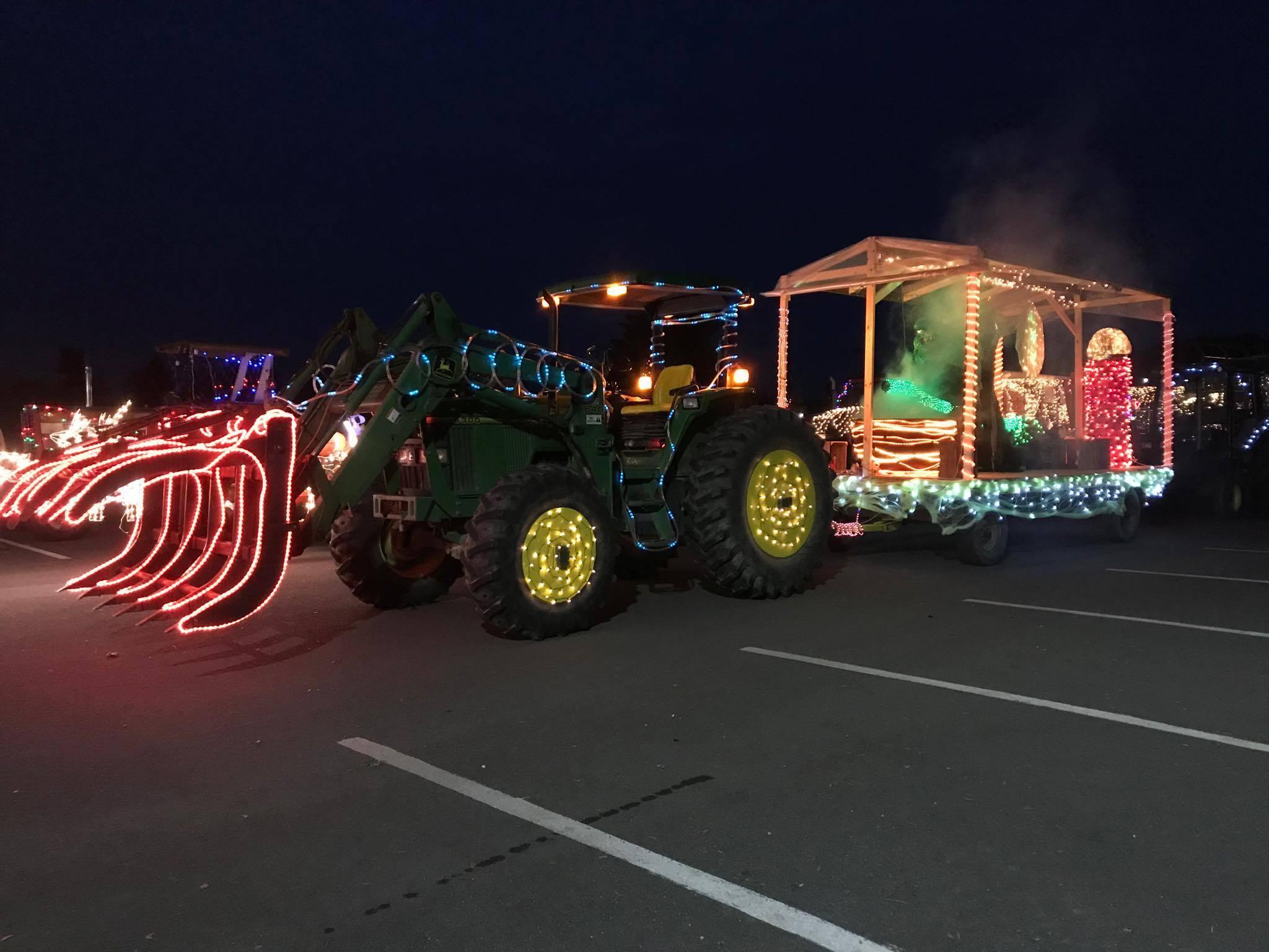 Необычное шоу в Гринвиче – парад рождественских огней на… тракторах рис 3