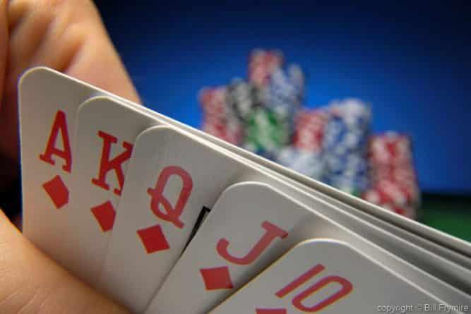 Популярное: Житель Нью-Джерси поставил $5 во время игры в покер — и выиграл $1 млн