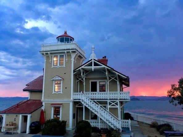 Полезное: Старинному маяку в Калифорнии нужны смотрители. Будут платить $130 тыс. в год