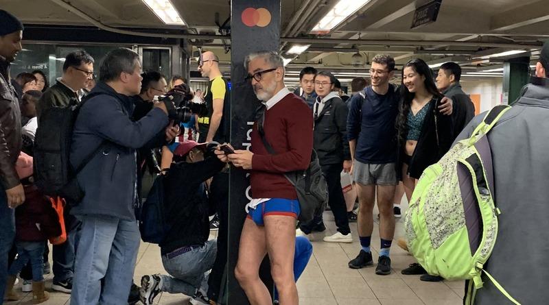 Локальные новости: В метро без штанов: в Нью-Йорке прошло ежегодное веселое мероприятие (фото)